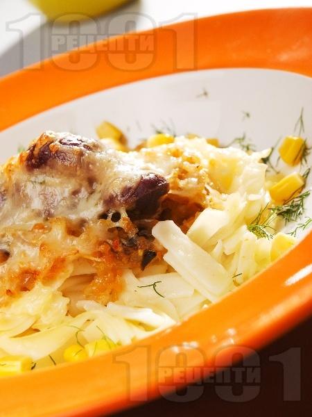 Птиче гнездо - ястие с пилешки воденички, гъби, кашкавал и талятели на фурна - снимка на рецептата